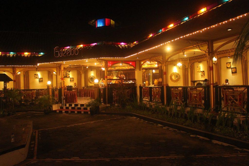 プラウィサタ劇場レストラン