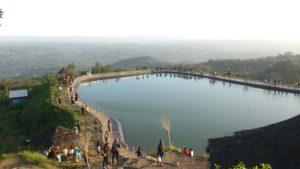 プルバ山貯水湖
